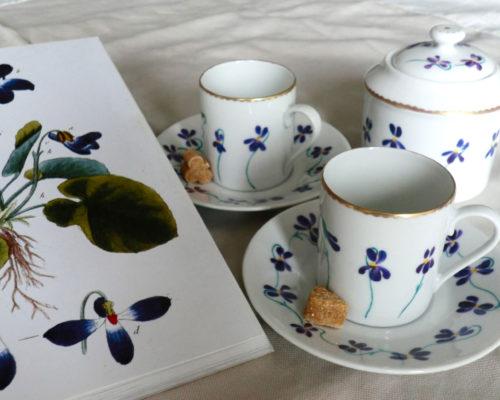L'Atelier de la Porcelaine, service à thé aux violettes